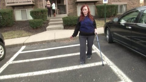 woman-with-one-leg-received-an-insanely-horrible-note-on-her-car-image-5