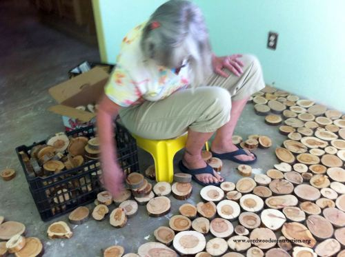 Step by step process to making your own cordwood floor - Idee de genie bricolage ...