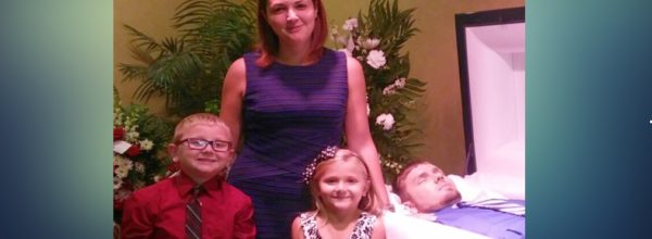 One Woman's 'Very Real' Family Photo Is Shedding Light On Heroin Addiction