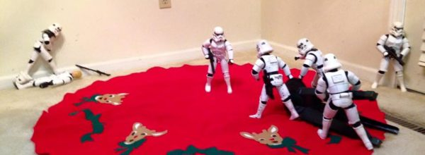Star Wars Characters Put Up An Entire Christmas Tree In 25 Epic Photos