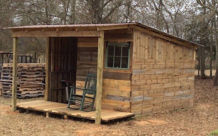 20 Diy Pallet Shelter Designs That Will Have You Living Large For Cheap