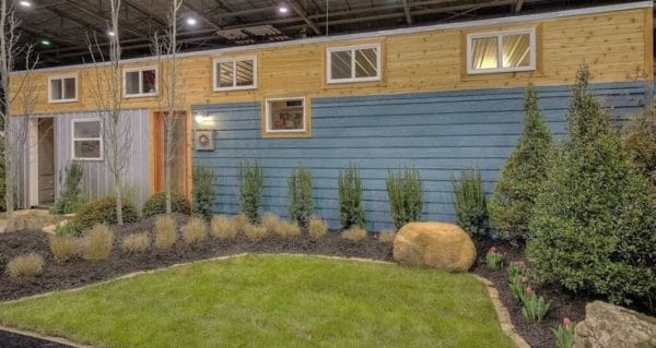 40-Modern-Shipping-Container-Tiny-Home-001-600x319