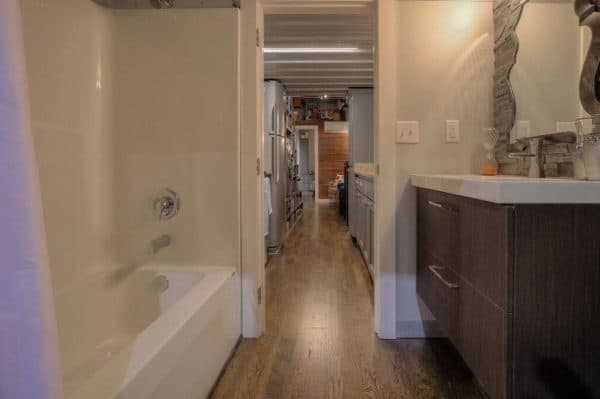40-Modern-Shipping-Container-Tiny-Home-0010-600x399