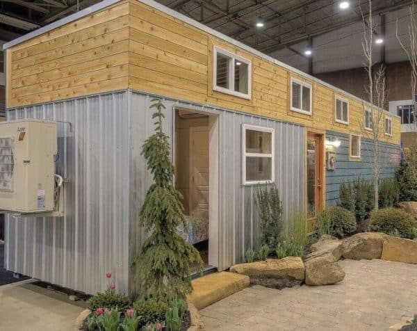 40-Modern-Shipping-Container-Tiny-Home-0014-600x476