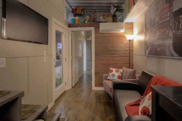 40-Modern-Shipping-Container-Tiny-Home-005-600x398
