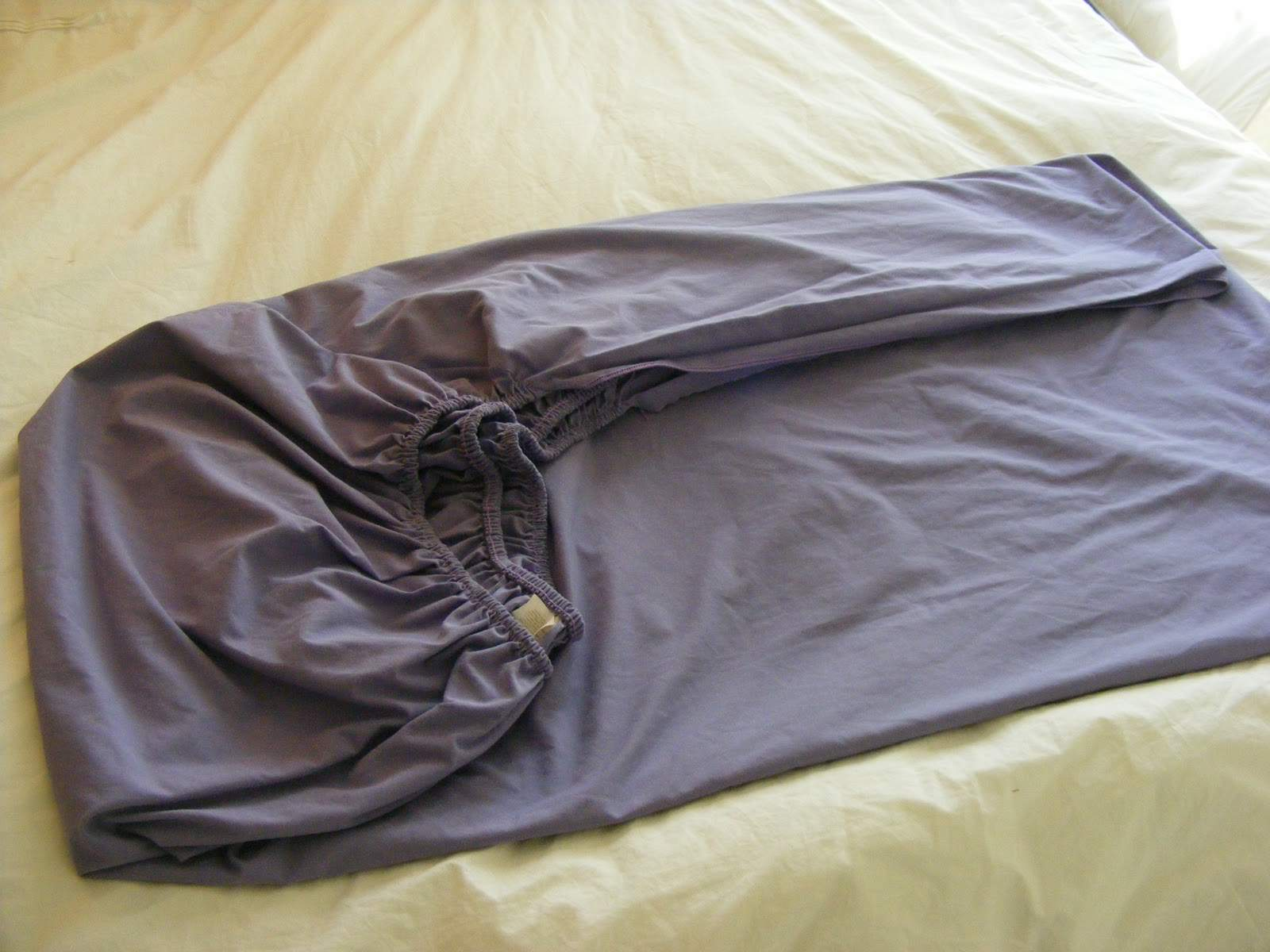 Types Of Fitted Sheets Here Is How To Fold The Dreaded Fitted Sheet Perfectly