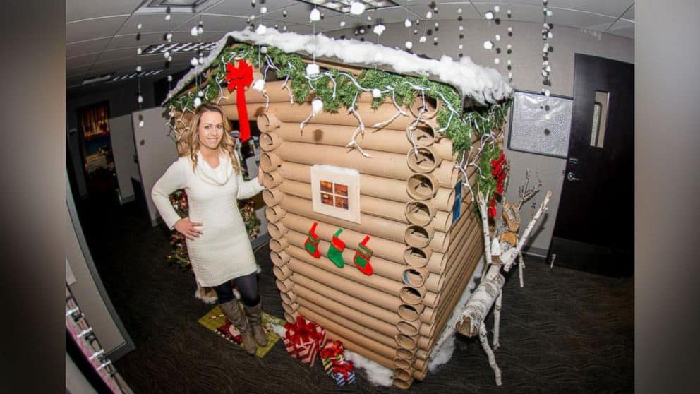 Office Christmas Tree Decorating Contest : Festive office workers turn their cubicles into winter