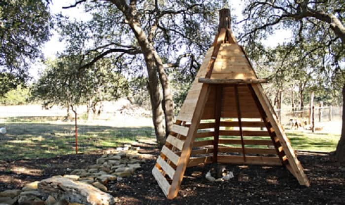 How To Build An Awesome Teepee Play House From Pallets