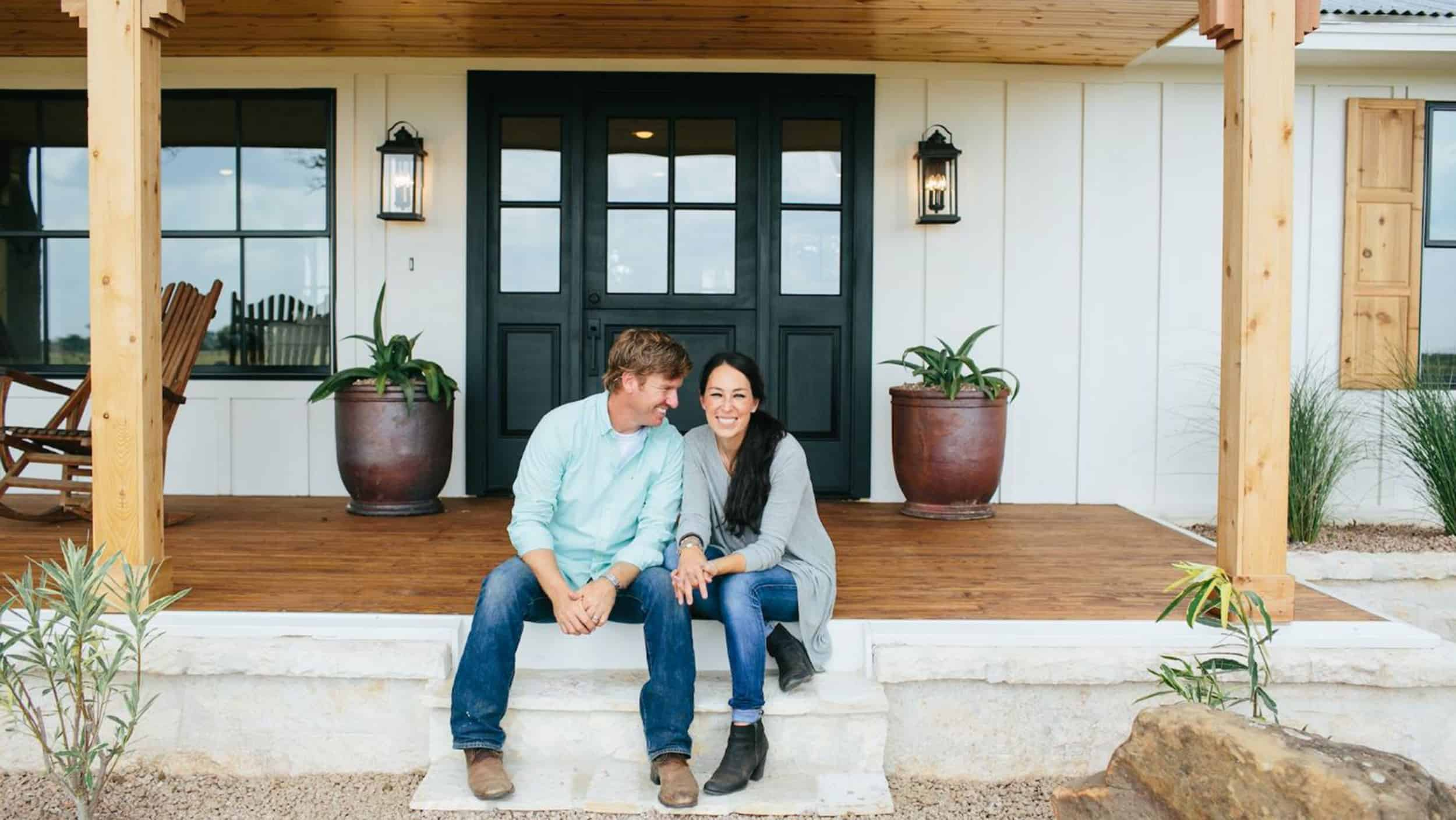 Fixer Upper Stars Chip And Joanna Gaines Get Spinoff Tv