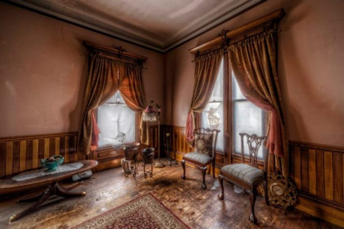 This stunningly creepy 1875 victorian mansion is one of for Rooms in a victorian mansion