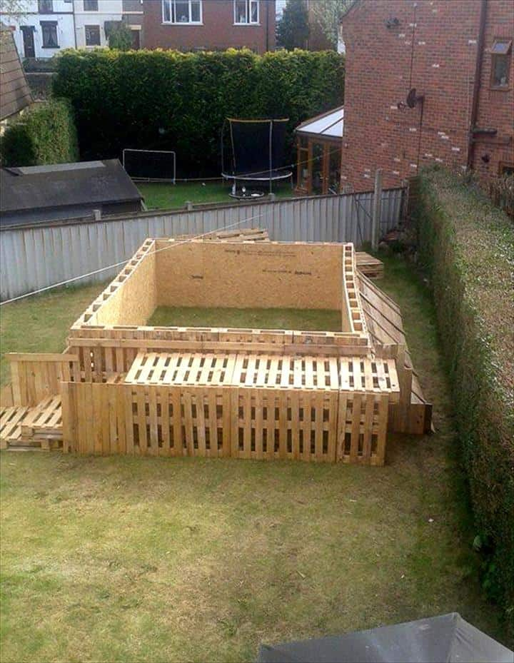 How to build the coolest looking 39 pallet swimming pool for Above ground pool decks made from pallets