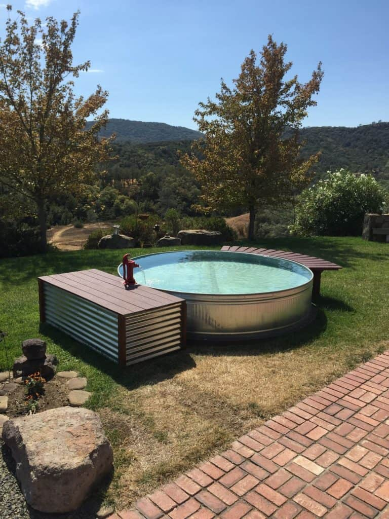 Stock tank pools or 39 hillbilly hot tubs 39 are becoming the for Diy small pool